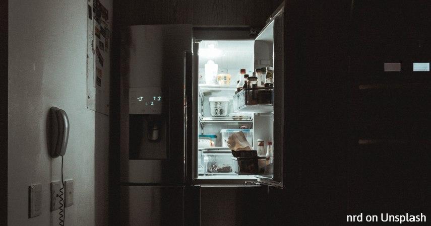 Manfaat-Garam-untuk-Membersihkan-Kulkas