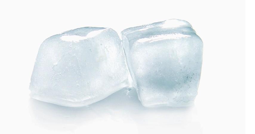 Mengoleskan Es Batu ke Tenggorokan - Ini Cara Menghilangkan Cegukan yang Terbukti Efektivitasnya