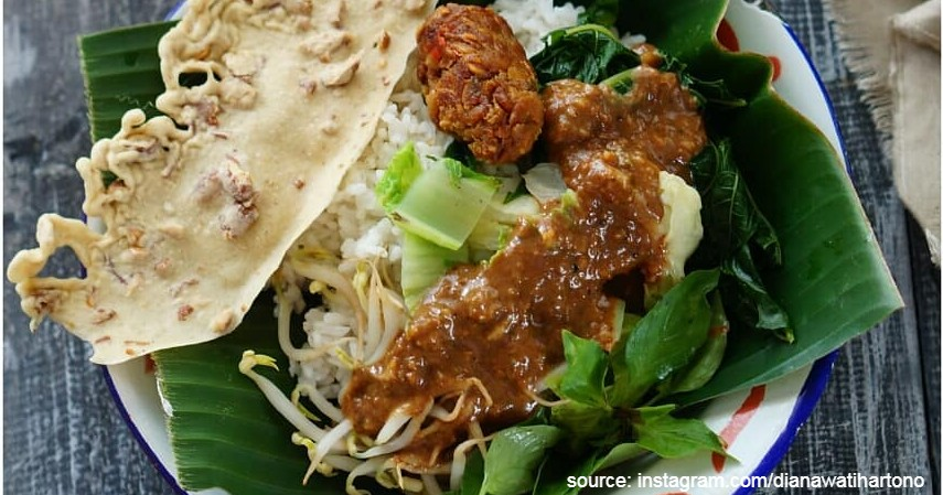 Pecel - Daftar Makanan Khas Indonesia Paling Ikonik dan Tenar di Luar Negeri