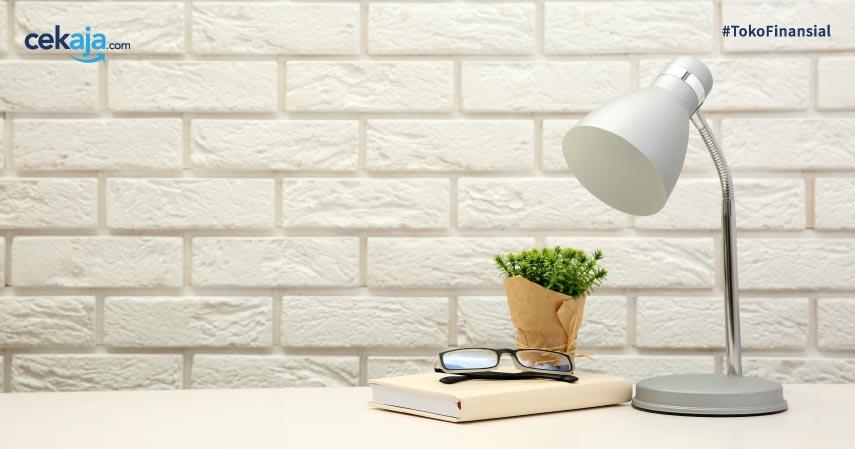 10 Merek Lampu Meja Terbaik untuk Bantu Aktivitas Belajar di Rumah