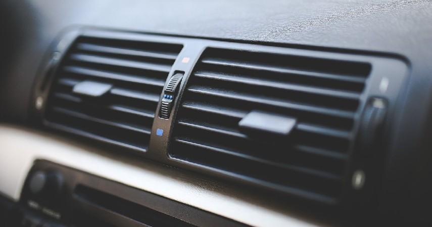Mematikan Mesin Mobil Saat AC Menyala - 5 Hal yang Bikin AC Mobil Cepat Rusak, Sering Tak Kita Sadari!.jpg