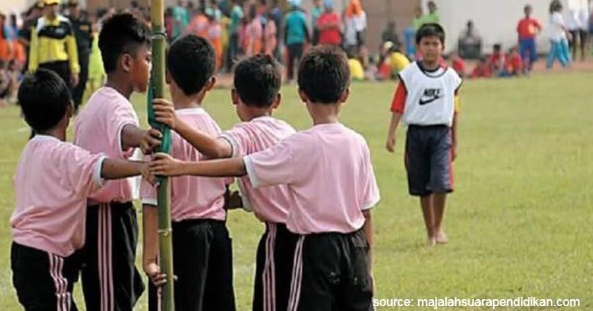 Bentengan - 15 Permainan Tradisional Indonesia yang Bikin Kangen Masa Kecil