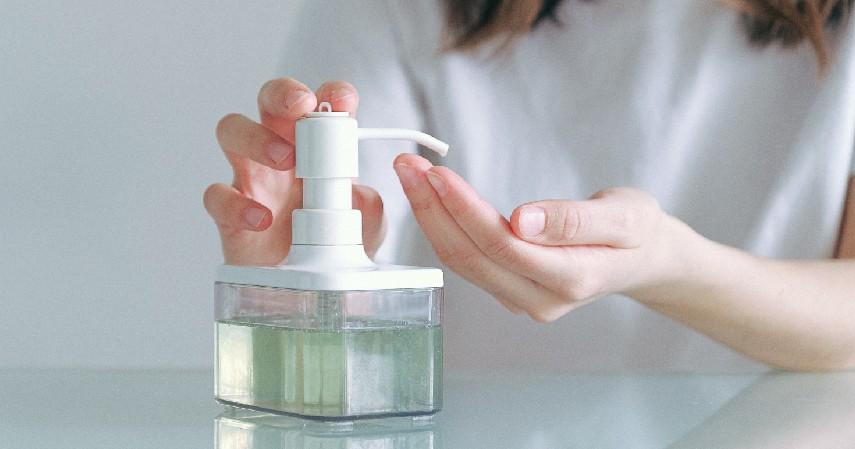 Cara dan waktu menggunakan - 5 Perbedaan Hand Sanitizer dan Disinfektan Jangan Keliru