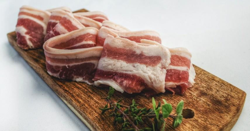 Daging Olahan - 11 Makanan Tinggi Kolesterol yang Patut Dihindari