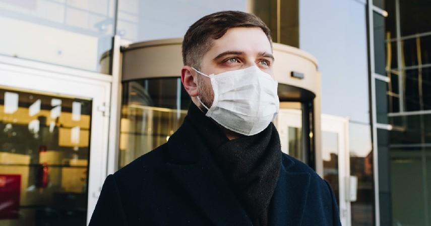 Ganti Masker Secara Rutin - 5 Cara Cegah Jerawat Saat Pakai Masker Paling Ampuh