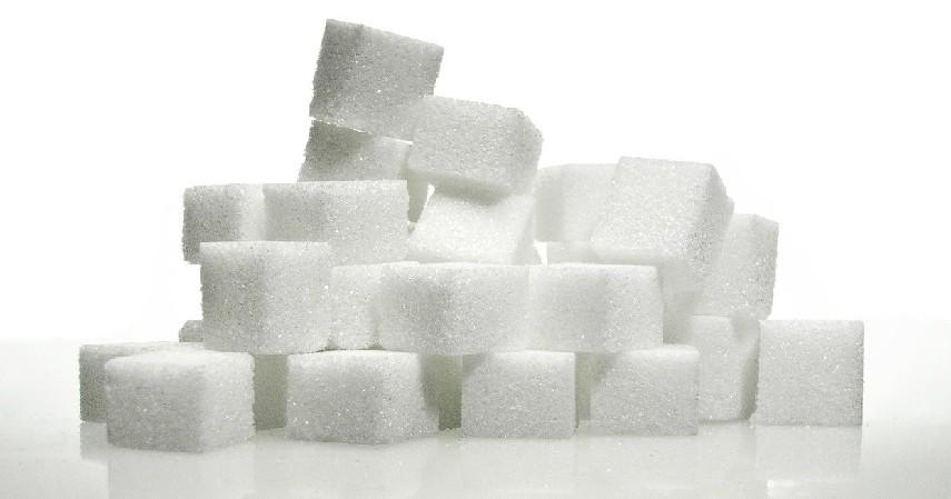 Gula-11-Obat-Alami-untuk-Bibir-Pecah-pecah-dengan-Low-Budget