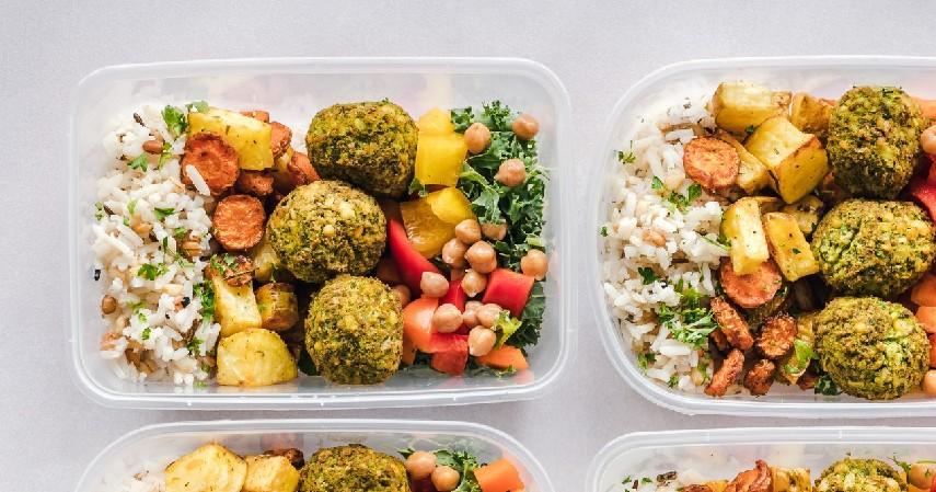 Gunakan wadah untuk menyimpan makanan - 8 Cara Simpan Makanan Saat Mati Listrik