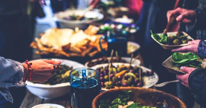 Hindari dahulu datang ke restoran AYCE - Tips Aman Makan di Luar Rumah Saat Covid-19