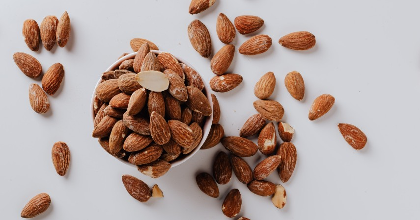 Kacang Almond - 15 Makanan untuk Mengatasi Insomnia Dijamin Bikin Tidur Nyenyak