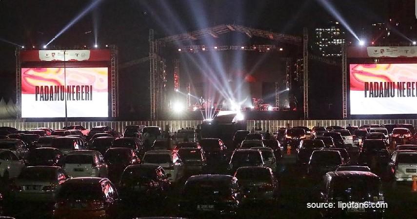 Kahitna Sambil Rayakan HUT ke-34 di Konser Drive-In Indonesia - Keseruan Konser Drive-In Indonesia yang Pertama dan Bersejarah!