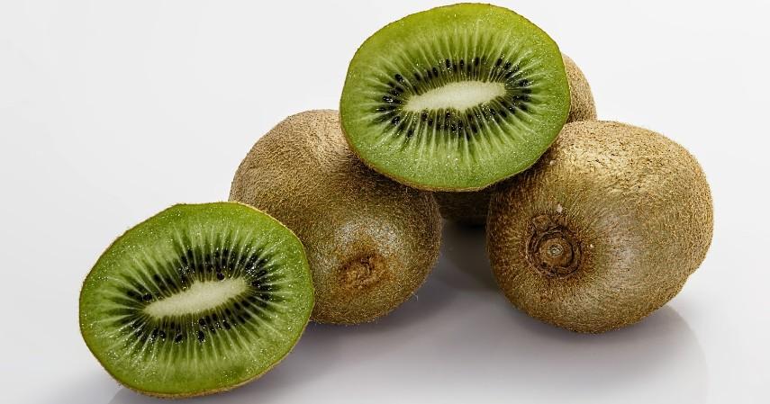 Kiwi - 15 Makanan untuk Mengatasi Insomnia Dijamin Bikin Tidur Nyenyak