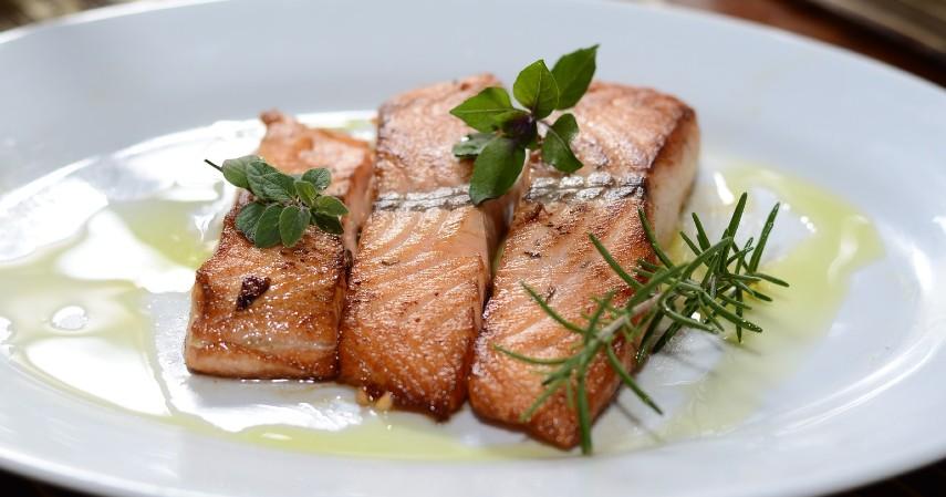Makanan dengan kandungan asam folat - 10 Makanan untuk Meningkatkan Kesuburan Wanita dan Pria Yuk Coba