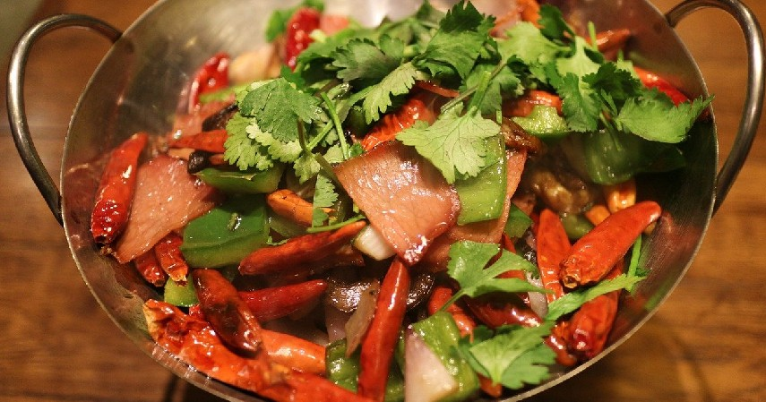 Makanan pedas - 10 Makanan yang Membuat Bau Badan beserta Cara Menghilangkannya