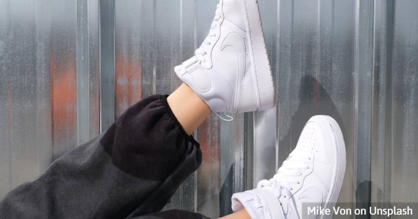 Manfaat-Garam-Sebagai-Penghilang-Bau-Kaki-dan-Sepatu