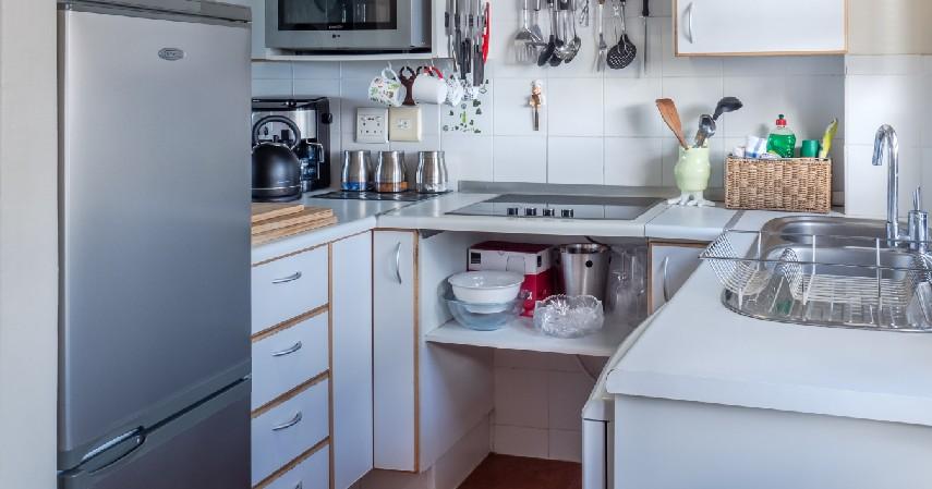 Memastikan kulkas tetap tertutup rapat - 8 Cara Simpan Makanan Saat Mati Listrik