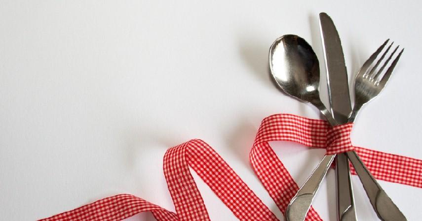 Membawa peralatan makan sendiri - Tips Aman Makan di Luar Rumah Saat Covid-19