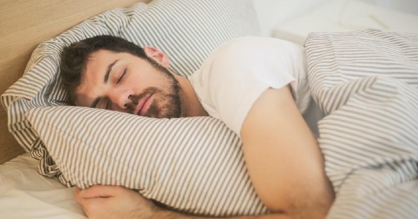 Membuat Tidur Menjadi Lebih Nyenyak - 9 Manfaat Mengangkat Kaki Sebelum Tidur