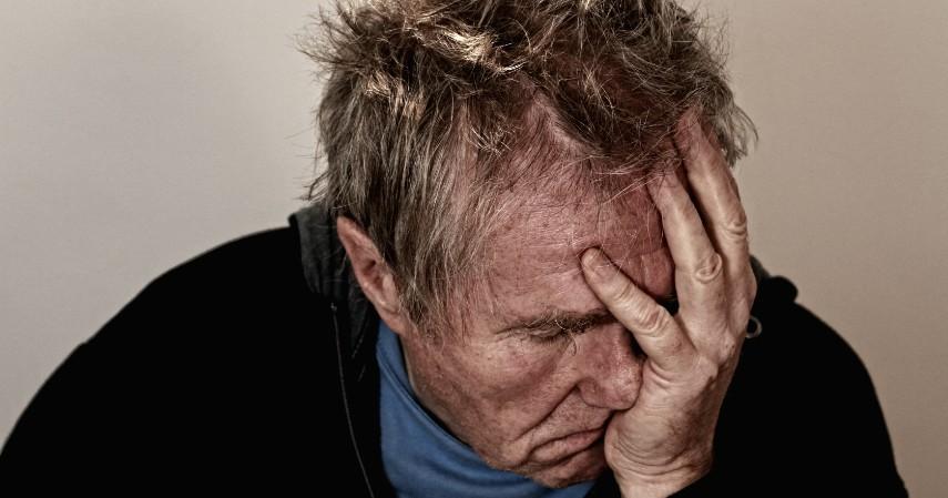 Mencegah Stress - 9 Manfaat Mengangkat Kaki Sebelum Tidur