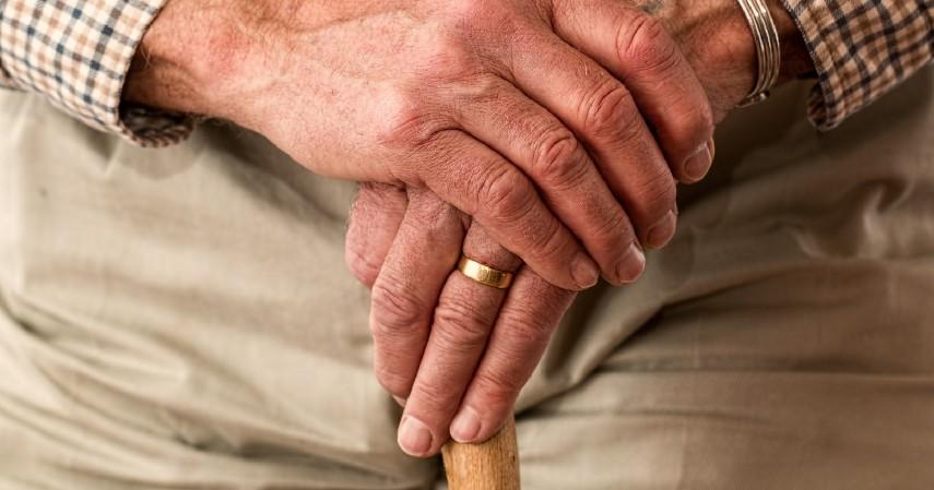 Mengurangi Risiko Terjadinya Osteoporosis - 12 Manfaat Minum Susu Sapi Murni Bagi Kesehatan dan Efek Sampingnya