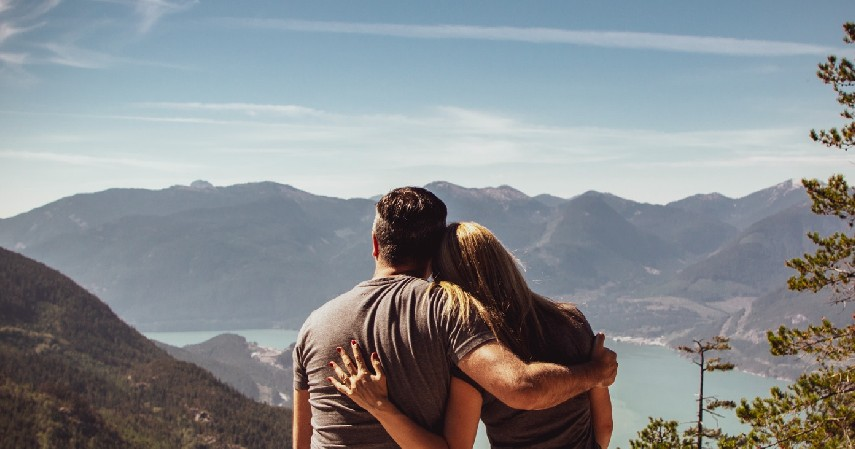 Menjaga kualitas hubungan pasangan - 7 Manfaat Tidur Tanpa Busana selain Meningkatkan Kualitas Tidur