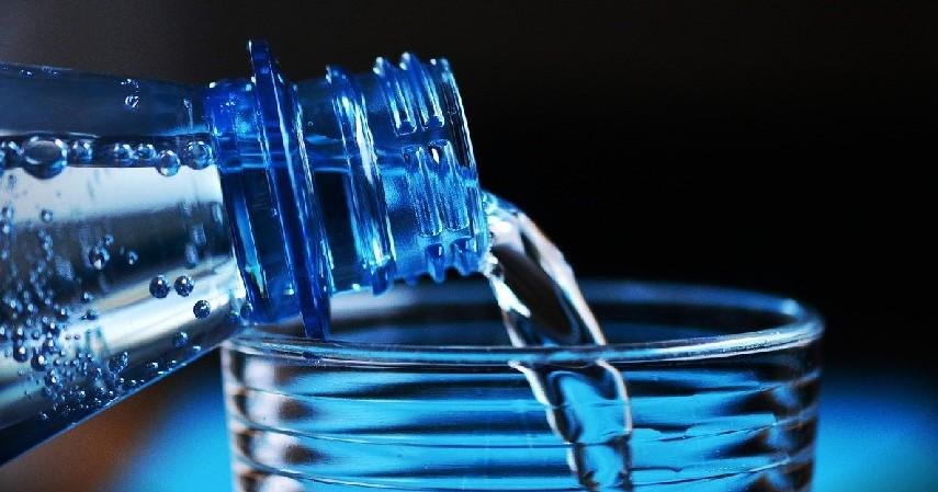 Rajin Minum Air Putih - 10 Cara Menjaga Jantung Tetap Sehat Sejak Usia Dini