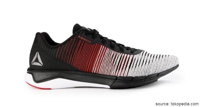 Reebok Flexweave - 11 Merek Sepatu Lari Terbaik CekAja yang Paling Kuat Nyaman dan Anti Lecet