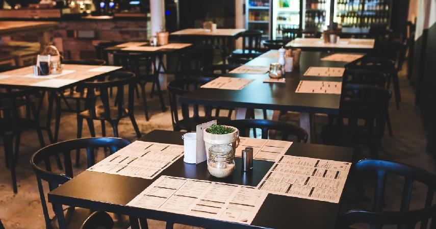 Restoran atau Kafe Indoor - 8 Lokasi Paling Berisiko Tularkan Covid-19