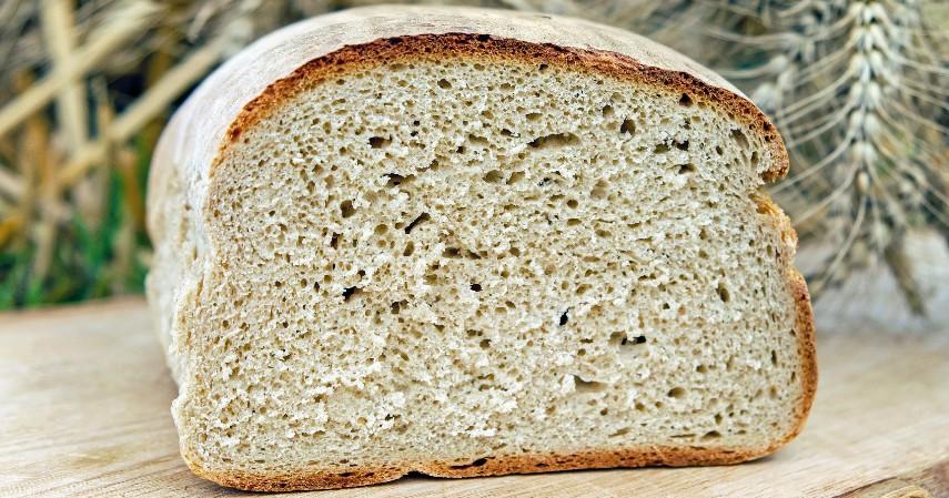 Roti - 10 Makanan yang Tidak Boleh Masuk Kulkas Beserta Alasannya
