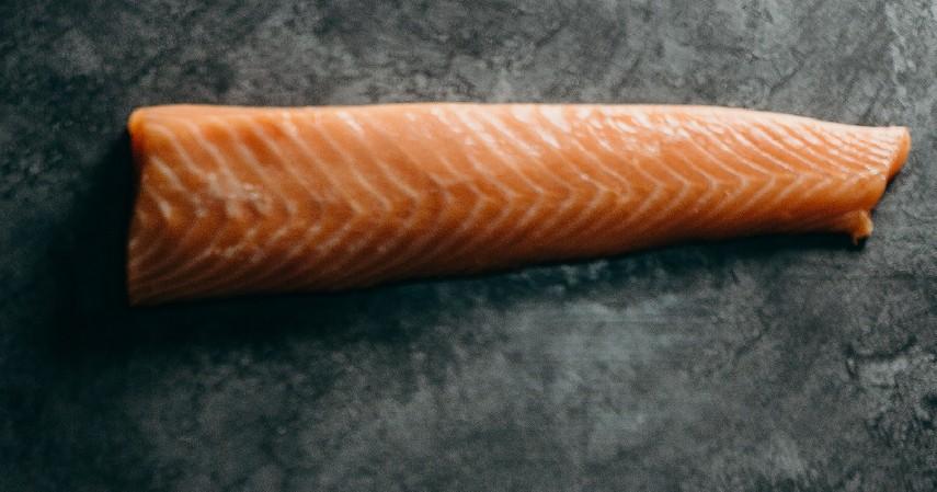 Salmon - 15 Makanan untuk Mengatasi Insomnia Dijamin Bikin Tidur Nyenyak