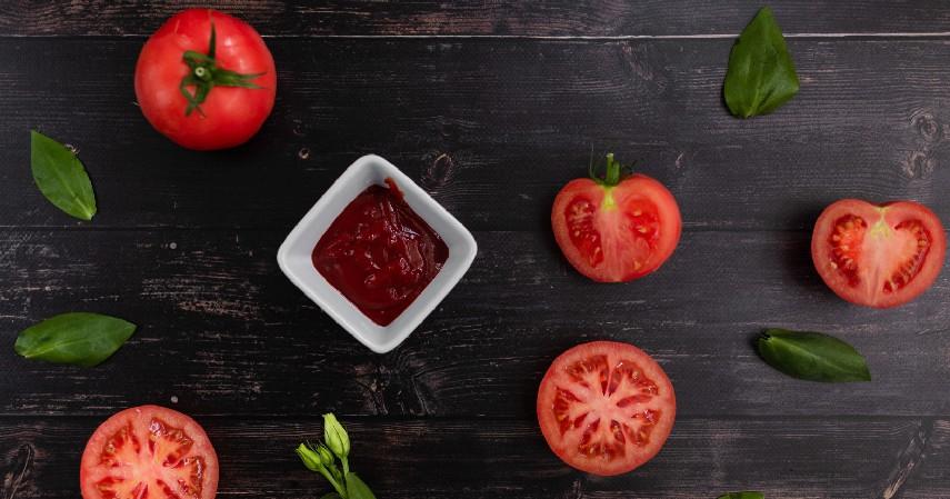 Saus Tomat - 10 Makanan yang Tidak Boleh Masuk Kulkas Beserta Alasannya