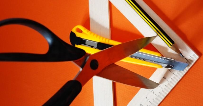 Siapkan material dan perkakas yang dibutuhkan - Cara Memasang Wallpaper Dinding