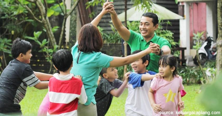 Ular Naga Panjang - 15 Permainan Tradisional Indonesia yang Bikin Kangen Masa Kecil