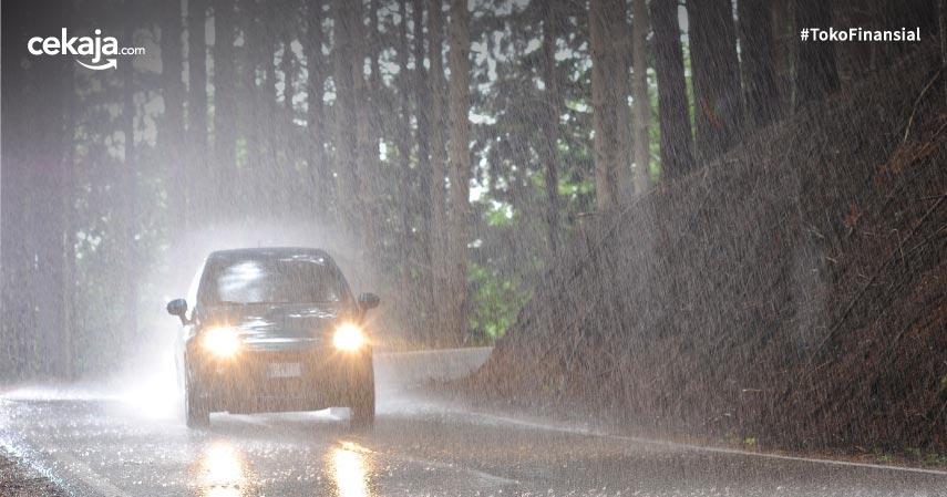 Tips Merawat Mobil di Musim Hujan