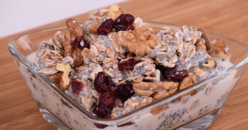 Cranberry Almond Granola Bar - 5 Resep Olahan Kacang Almond yang Unik, Lezat dan Sehat!.jpg