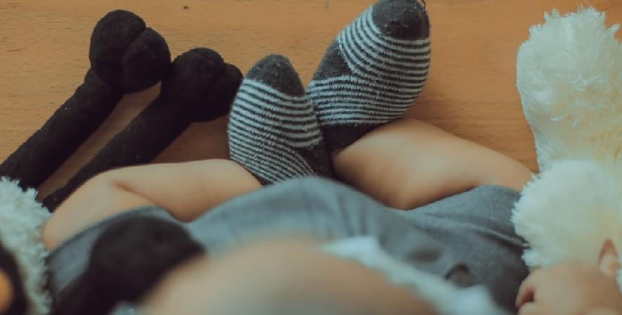 Kaos kaki dan sarung tangan - Daftar Perlengkapan Bayi Baru Lahir