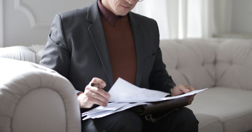 Membuat laporan keuangan - 9 Strategi Mengelola Keuangan Bisnis Untuk Pemula