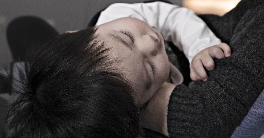 Terlihat Lesu dan Mudah Lelah - 7 Ciri-ciri Bayi Kekurangan Gizi yang Harus Diwaspadai Orang Tua