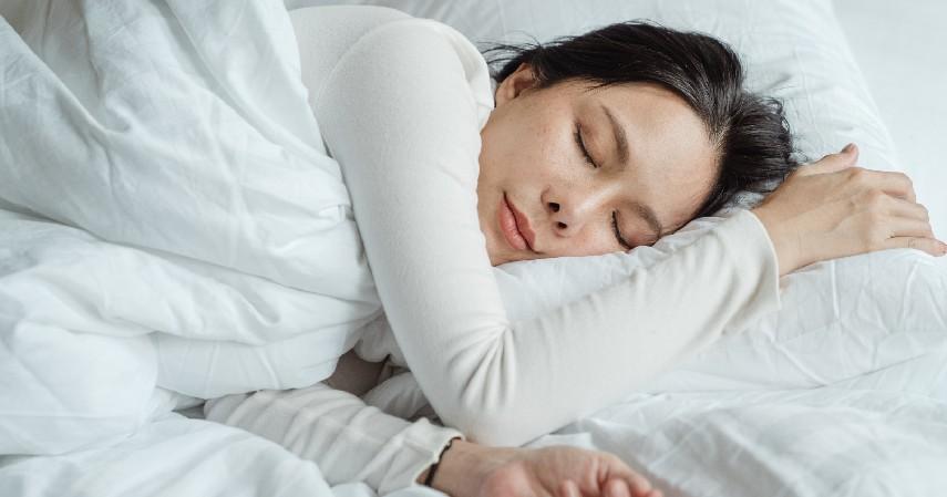 Tidur Menjadi Lebih Nyenyak - 8 Manfaat Berendam Air Panas Beserta Efek Sampingnya