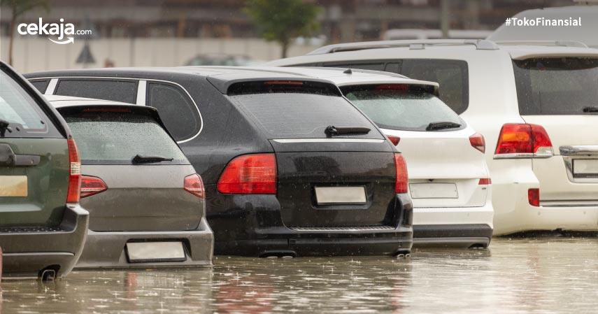 9 Cara Membersihkan Mobil yang Terendam Banjir, Gak Perlu ke Bengkel!