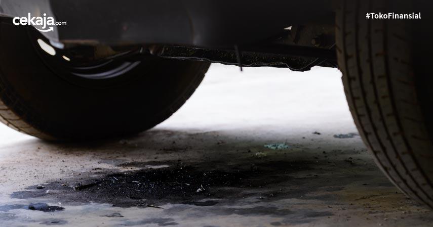 2 Cara Cek Kebocoran Oli pada Mobil Matik, Jangann Sampai Gak Paham!