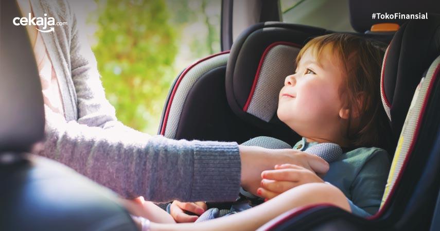 Bahaya Meninggalkan Anak Sendiri di Dalam Mobil