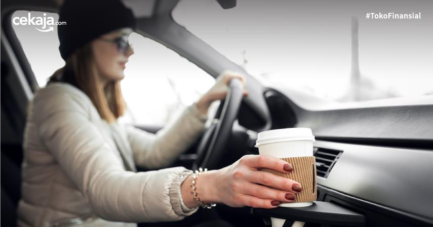 9 Benda yang Tidak Boleh Ditinggalkan di Dalam Mobil Karena Berbahaya