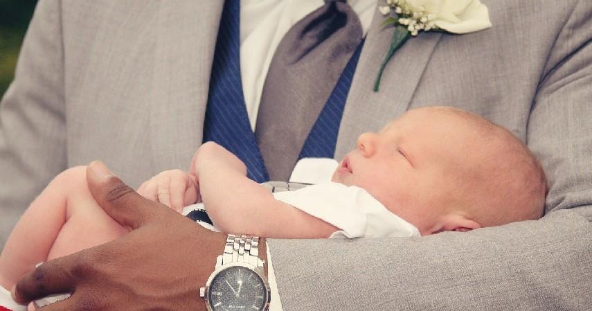 Jangan menyentuh - 10 Etika Menjenguk Bayi Baru Lahir di Masa Pandemi, Agar Bayi Tetap Aman!.jpg