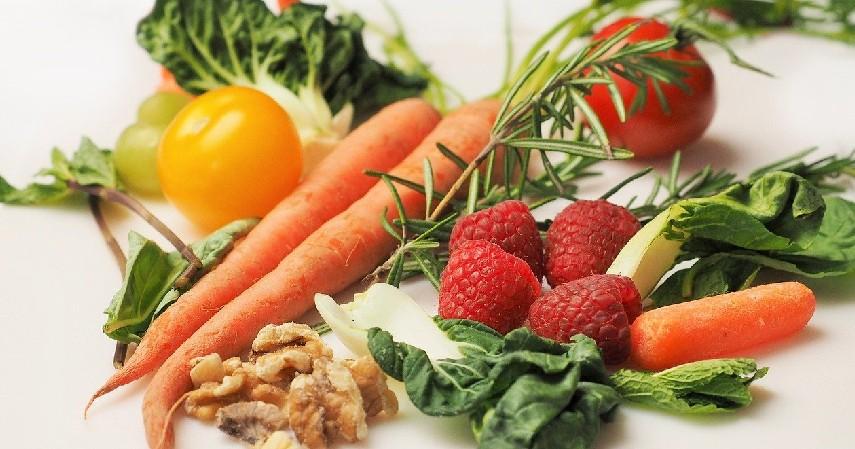 Banyak Mengkonsumsi Makanan yang Baik - 9 Cara Menjernihkan Mata