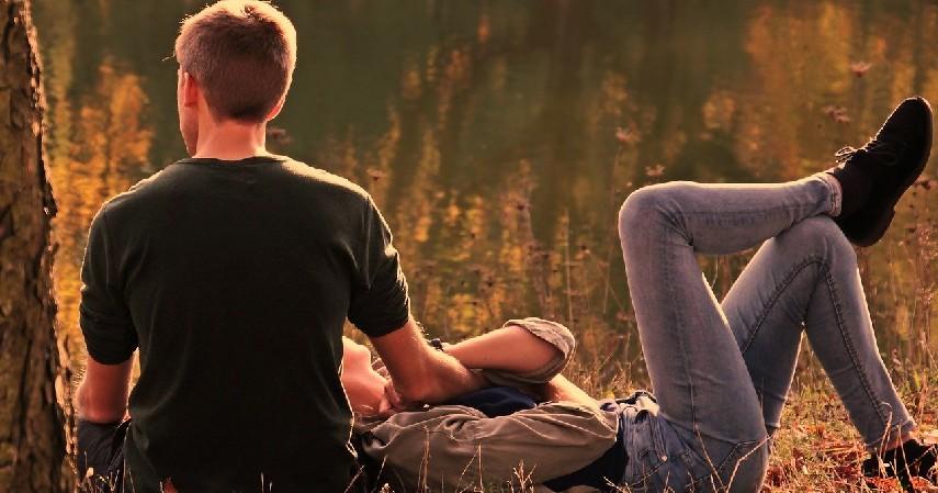 Curhat ke Suami - 7 Cara Mengatasi Stres pada Ibu Hamil yang Tepat