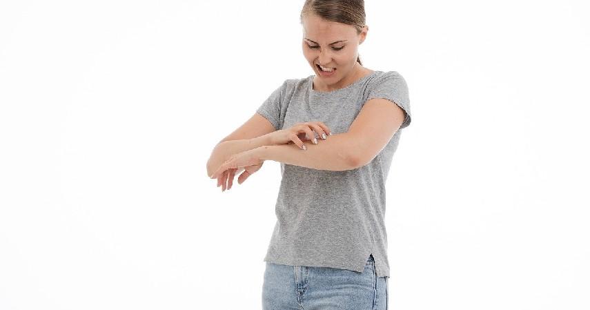 Iritasi dan alergi - 5 Bahaya Extension Bulu Mata