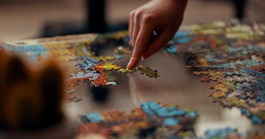 Jenis Kegiatan untuk Melatih Otak - Bermain menyusun puzzle