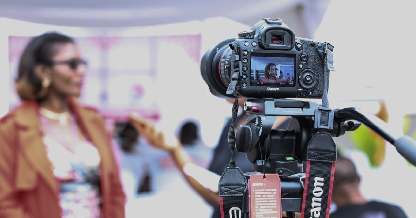 Jurnalistik - 8 Jurusan Kuliah yang Bisa Bekerja di Stasiun TV