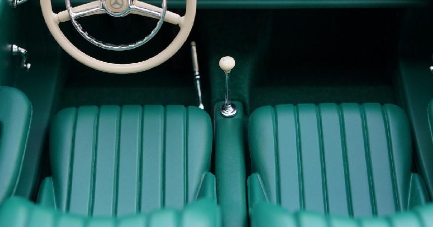 Keringkan Interior Mobil - 9 Cara Membersihkan Mobil yang Terendam Banjir