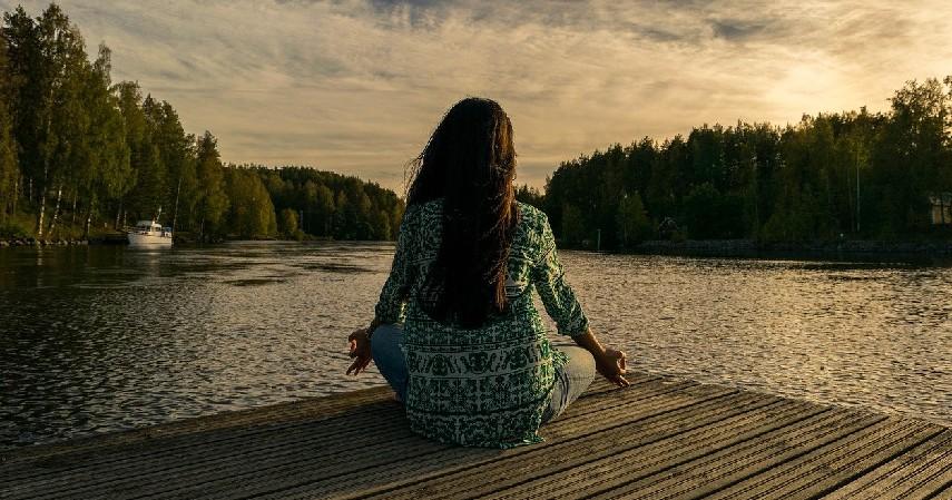 Meditasi - 7 Cara Mengatasi Stres pada Ibu Hamil yang Tepat
